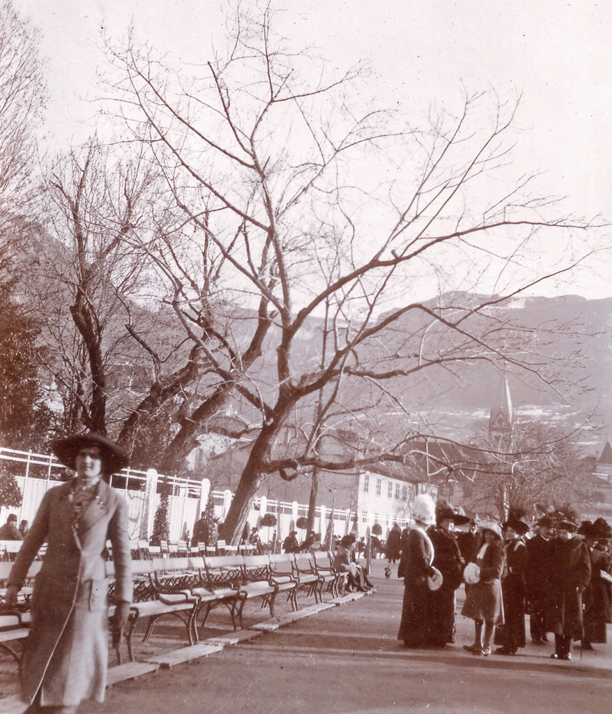 Family Fromm on the promenade in Merano (c. 1905)