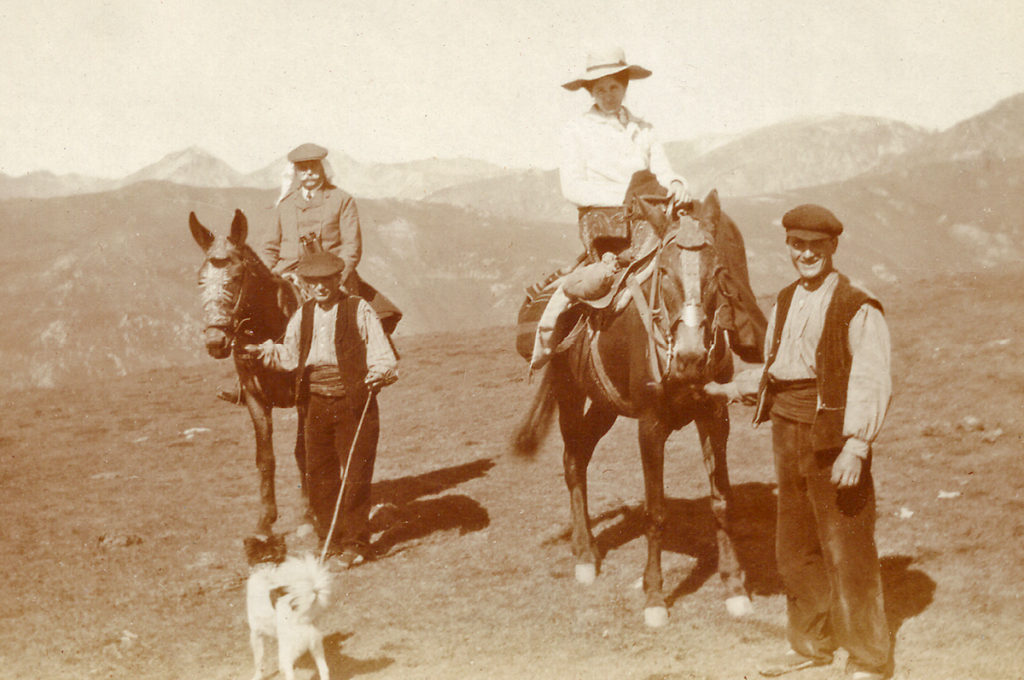 Franz Fromm und Paula Litzinger beim Überqueren der Pyrenäen (ca. 1912)
