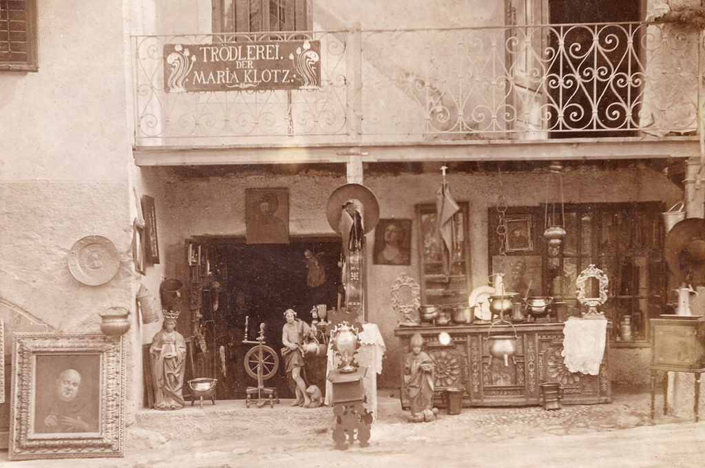 Im Geschäft von Maria Klotz kaufte Franz Fromm oft Antiquitäten (ca. 1906)