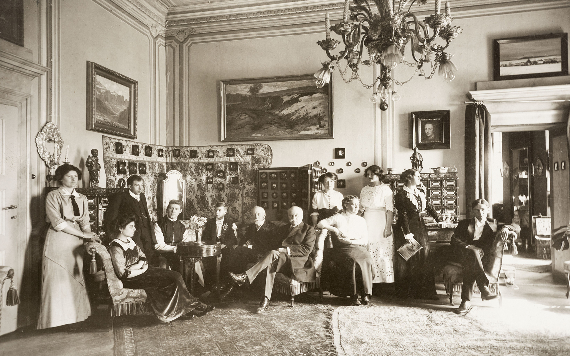In Castel Rametz's drawing room among the representative collection (1912)