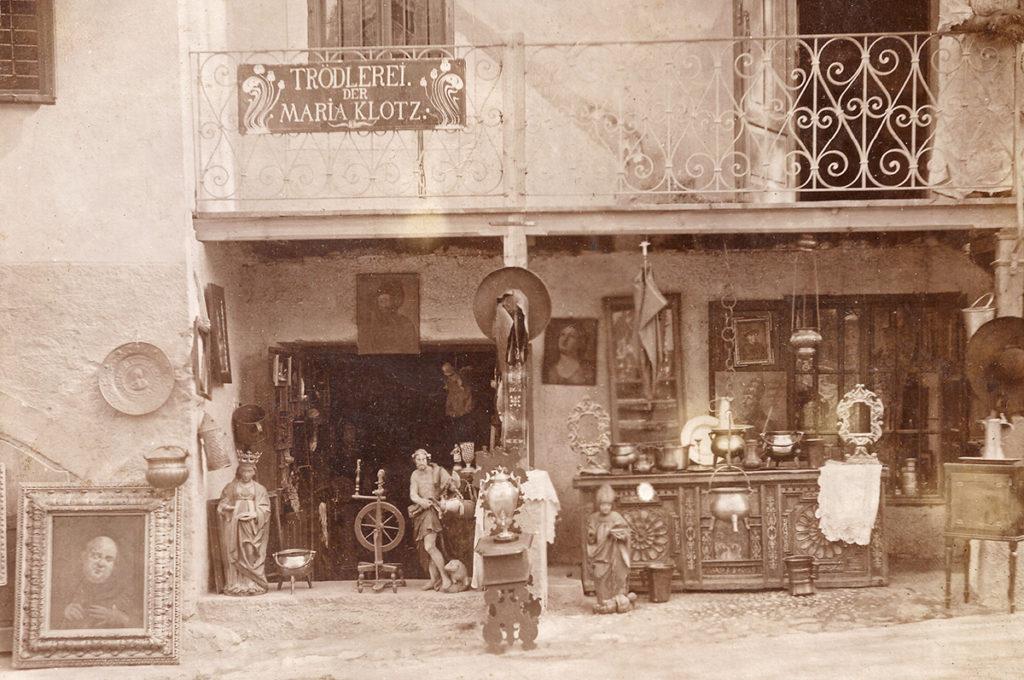 Franz Fromm acquistò spesso oggetti d'antiquariato al negozio di Maria Klotz (ca. 1910)